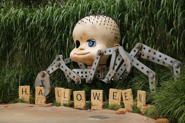 Disney Haunted Halloween_Sid Toys Photo Locations (Babyhead)